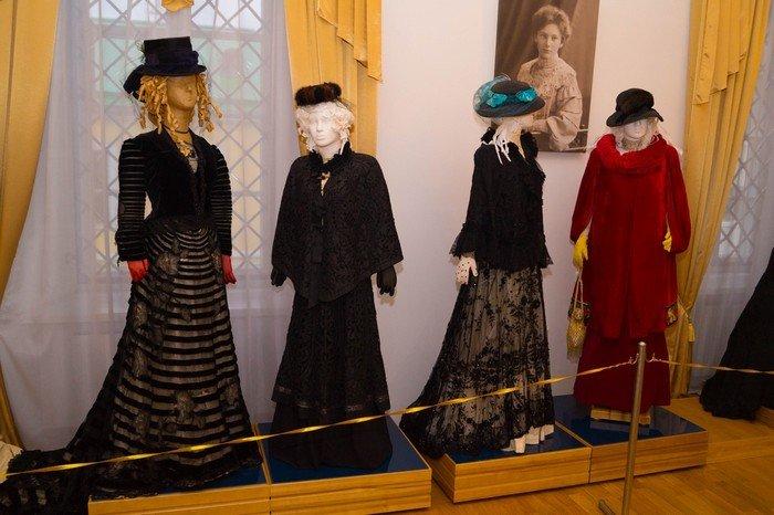 В Гродненском музее религии открылись две выставки платьев XIX века (фото) - фото 9