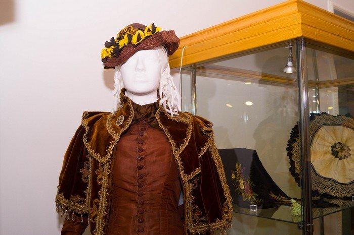 В Гродненском музее религии открылись две выставки платьев XIX века (фото) - фото 23
