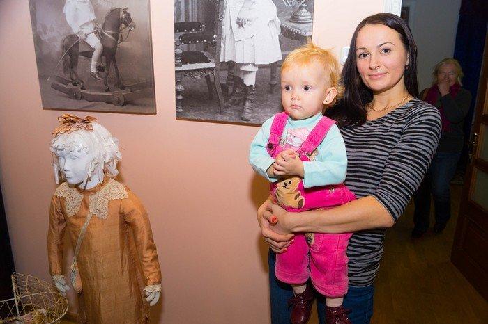 В Гродненском музее религии открылись две выставки платьев XIX века (фото) - фото 22