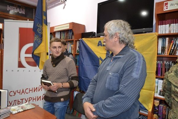 Василь Шкляр у Тернополі презентував книгу про АТО (фото) - фото 1