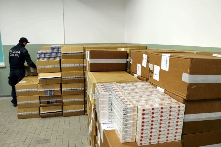 Крупнейшая железнодорожная контрабанда в истории Польши: 90 тыс. пачек сигарет пытались провезти через территорию Гродненской области (фото) - фото 3