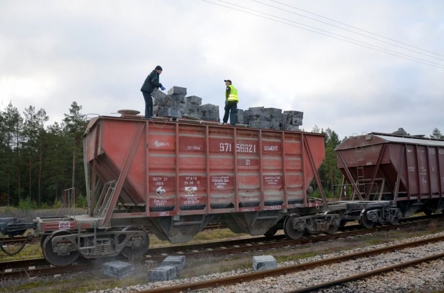 Крупнейшая железнодорожная контрабанда в истории Польши: 90 тыс. пачек сигарет пытались провезти через территорию Гродненской области (фото) - фото 1