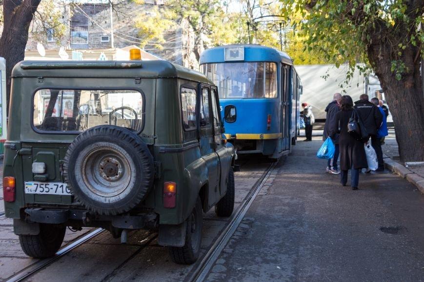 bc2a29bfa979b97eaf4f9ff970aa2e8e В Одессе трамвай создал пробку, парализовав движение коллег на несколько сотен метров