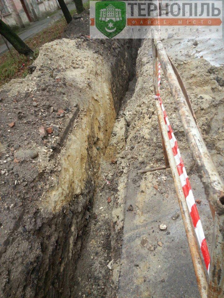 Як у Тернополі комунальники замінюють водопровідну мережу? (фото) (фото) - фото 1