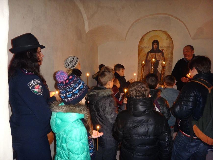 Дети сотрудников полиции посетили Свято-Успенскую Святогорскую Лавру (фото) - фото 2