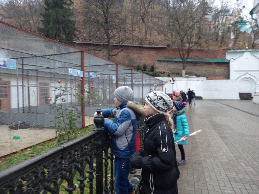 Дети сотрудников полиции посетили Свято-Успенскую Святогорскую Лавру (фото) - фото 3