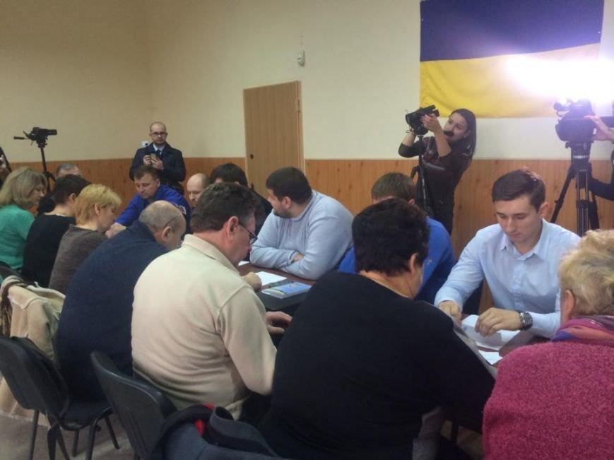В Мариуполе ждут бюллетеней и не снимают агитацию (ФОТО,ВИДЕО), фото-2
