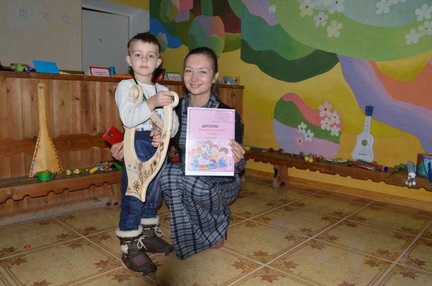 Барабанили і били по стунам гітар: у Житомирі дошкільнята виготовили справжні музичні інструменти, фото-3