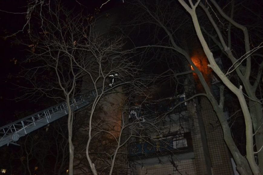 e09c37e0bce5af9cde73b1c42542fc42 В одесской девятиэтажке горели сразу несколько этажей