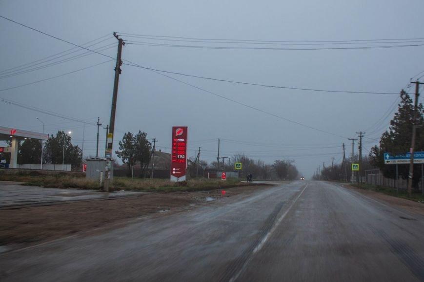 В Крыму повысился спрос на бензин. К автозаправкам выстраиваются огромные очереди (ФОТО, ВИДЕО), фото-1