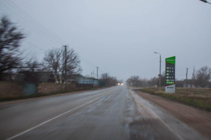 В Крыму повысился спрос на бензин. К автозаправкам выстраиваются огромные очереди (ФОТО, ВИДЕО) (фото) - фото 2
