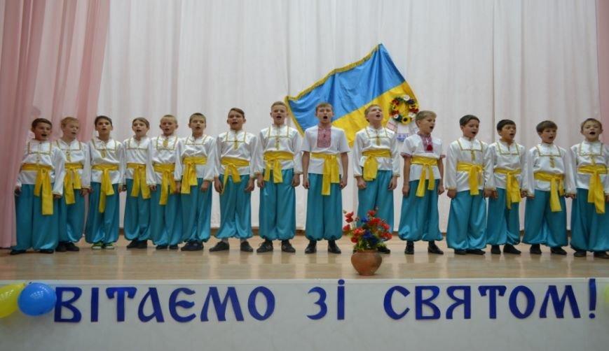 Красноармейский учебно-воспитательный комплекс отпраздновал патриотический День Достоинства и Свободы (фото) - фото 5