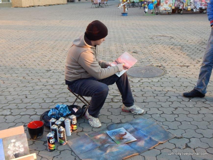 Вуличний художник-мандрівник дарує вінничанам свої роботи, фото-1