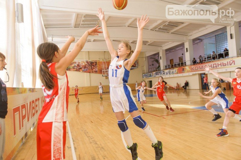Команда из Полевского заняла первое место в первом туре игр Уральской детской баскетбольной лиги (фото) - фото 1
