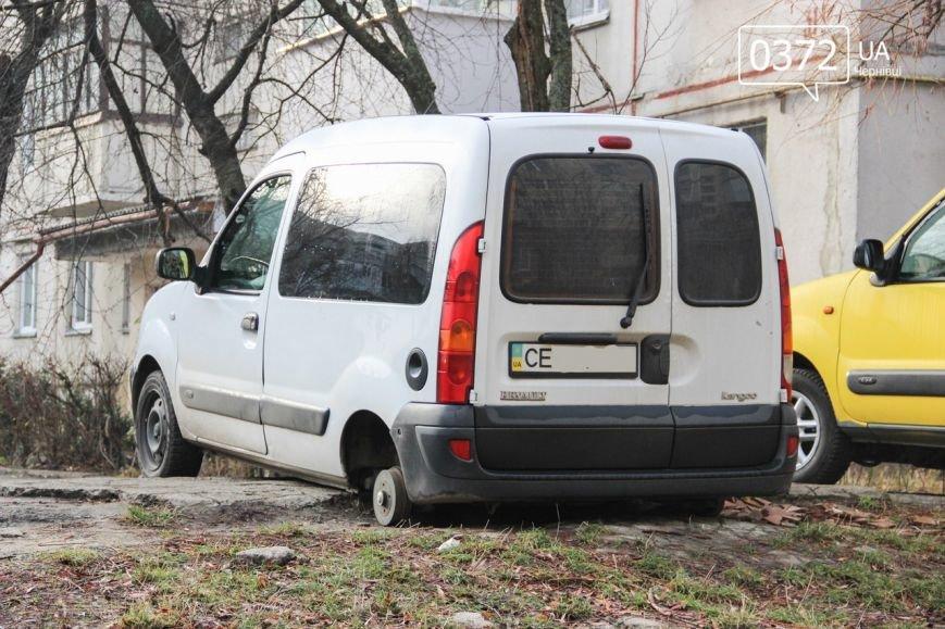 У Чернівцях з авто вночі викрали шини (ФОТО) (фото) - фото 1