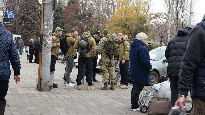Военнослужащие в поезде Киев-Мариуполь напали на волонтера, обвинив в сепаратизме (ФОТО) (фото) - фото 2