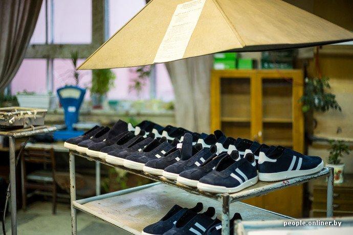 Лидская швейная фабрика: как делают белорусские «адидасы» (фото) - фото 25