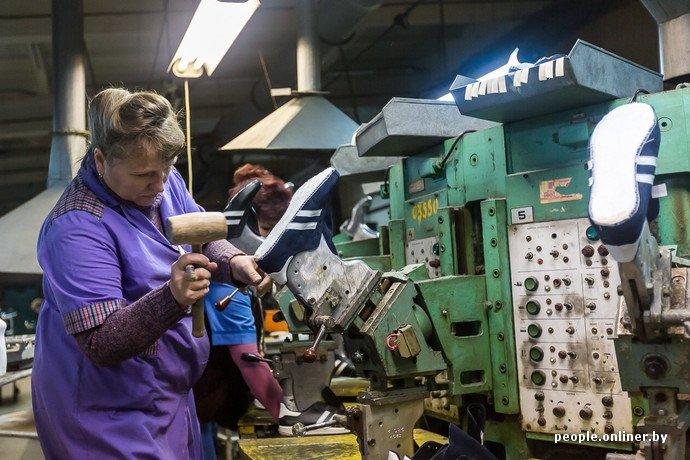 Лидская швейная фабрика: как делают белорусские «адидасы» (фото) - фото 24