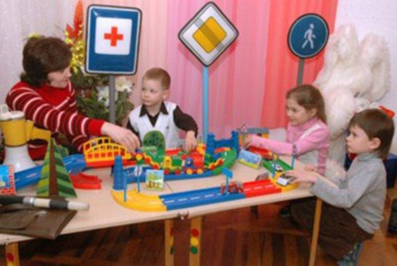 Полицейские Днепропетровска рассказали малышам о том, как и где нужно переходить дорогу  (ФОТО) (фото) - фото 6