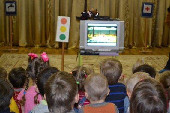 Полицейские Днепропетровска рассказали малышам о том, как и где нужно переходить дорогу  (ФОТО) (фото) - фото 4