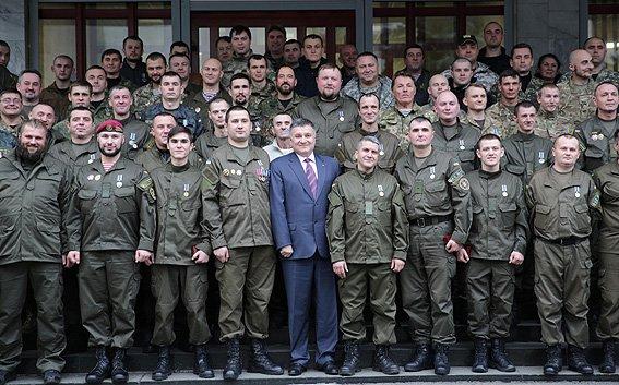 70 бойцов получили награды за оборону Мариуполя (ФОТО) (фото) - фото 1