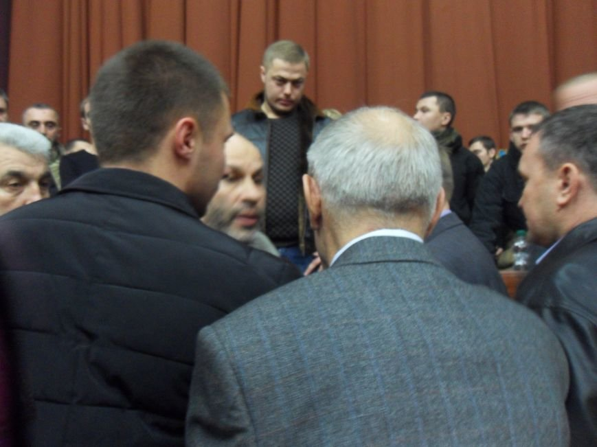 У Полтаві громадський активіст розкидався грошима та почубився з екс-нардепом (ВІДЕО) (фото) - фото 2