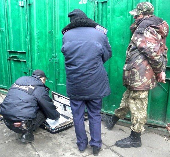 В Киеве у охранника автостоянки изъяли наркотики и оружие (ФОТО, ВИДЕО) (фото) - фото 1