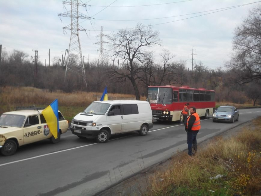 «Автомайдан» перекрывал трассу на Ингулец, откуда подвозили людей на митинг (ФОТО) (фото) - фото 1