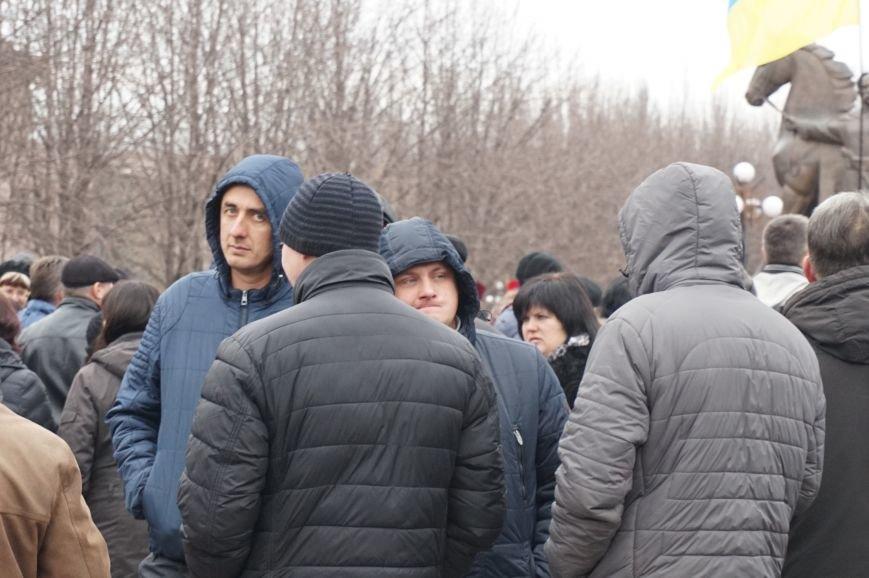 Криворожане узнают на фотографиях в соцсетях с митинга директоров школ и руководителей предприятий (фото) - фото 2