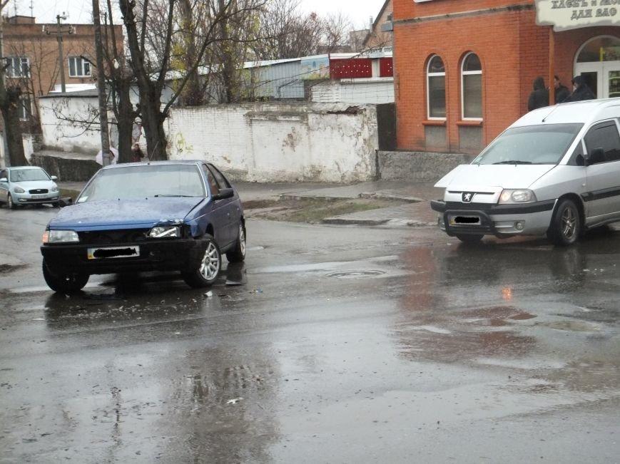 В Кировограде по улице Шевченко почти сразу произошло два ДТП. ФОТО (фото) - фото 1
