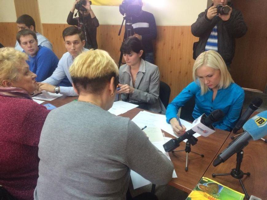 В Мариуполь уже везут бюллетени, а пока избирком регистрирует наблюдателей (ФОТО, Видео), фото-3