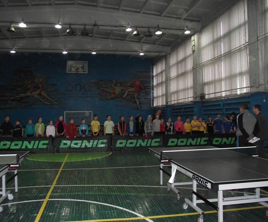 Команда из Артемовска-Бахмута победила в соревнованиях по настольному теннису (фото) - фото 1