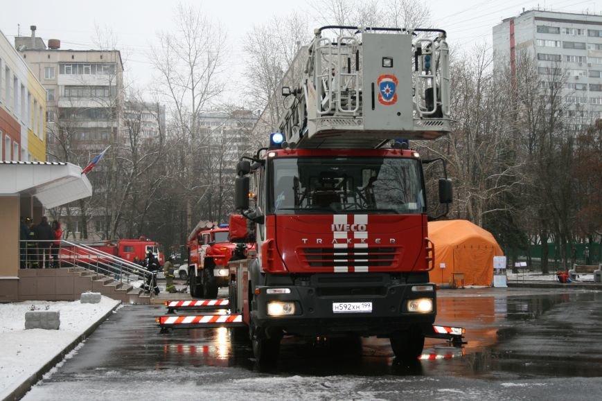 В новой Москве в Троицке  в школе №2 прошли учения МЧС ТиНАО, фото-5