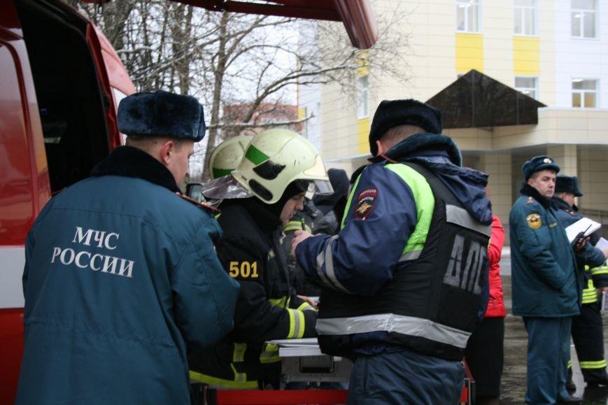 В новой Москве в Троицке  в школе №2 прошли учения МЧС ТиНАО, фото-9