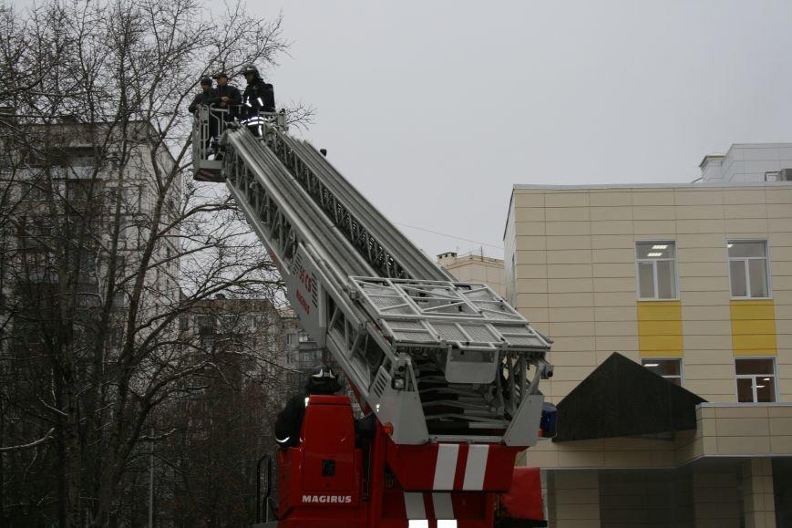 В новой Москве в Троицке  в школе №2 прошли учения МЧС ТиНАО, фото-7