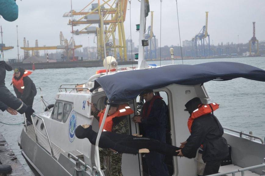 4c00c82472f542538e610f0af4b41b4f Под Одессой спасатели смоделировали кораблекрушение, чтобы спасти всех