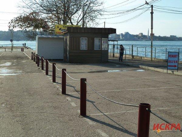 На причале Северной стороны Севастополя запретили парковаться (ФОТОФАКТ) (фото) - фото 2