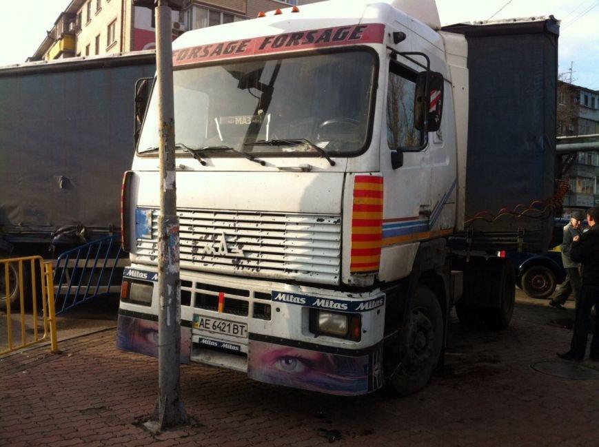 Тройное ДТП в Днепропетровске: столкнулись троллейбус, «МАЗ» и «Чери Джага» (ФОТО, ПОДРОБНОСТИ), фото-2