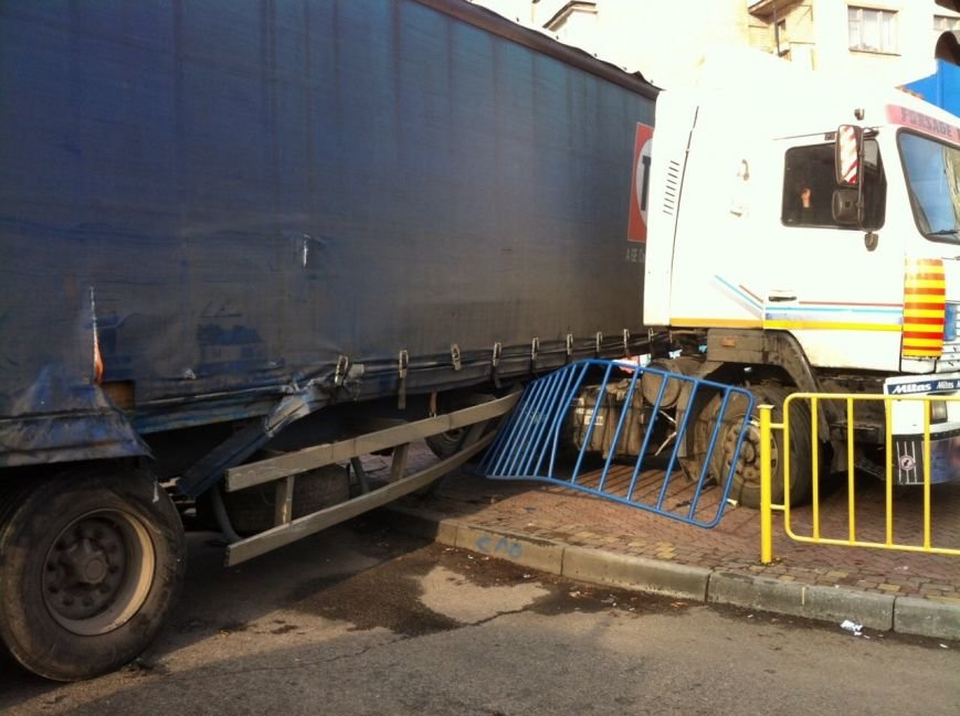 Тройное ДТП в Днепропетровске: столкнулись троллейбус, «МАЗ» и «Чери Джага» (ФОТО, ПОДРОБНОСТИ), фото-3