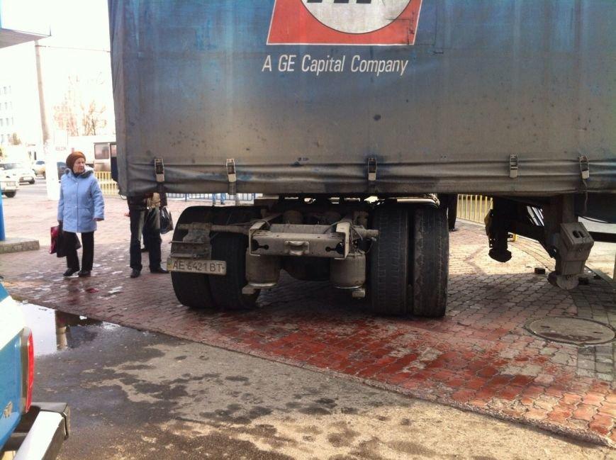 Тройное ДТП в Днепропетровске: столкнулись троллейбус, «МАЗ» и «Чери Джага» (ФОТО, ПОДРОБНОСТИ), фото-1