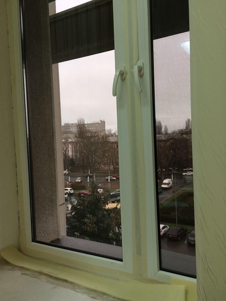 В одесской ОГА заклеили от сквозняков пластиковые окна (ФОТО) (фото) - фото 1