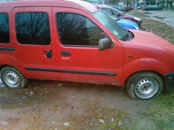В Запорожье на Бабурке утром пробили колеса 20 машин, - ФОТО (фото) - фото 1