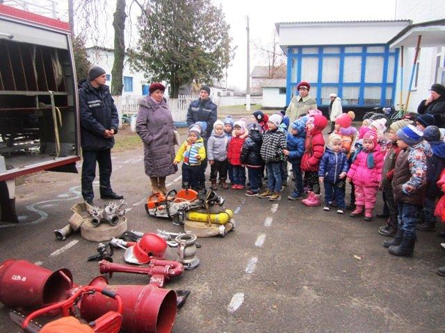 В Емильчино спасатели научили школьников азам безопасности, фото-1