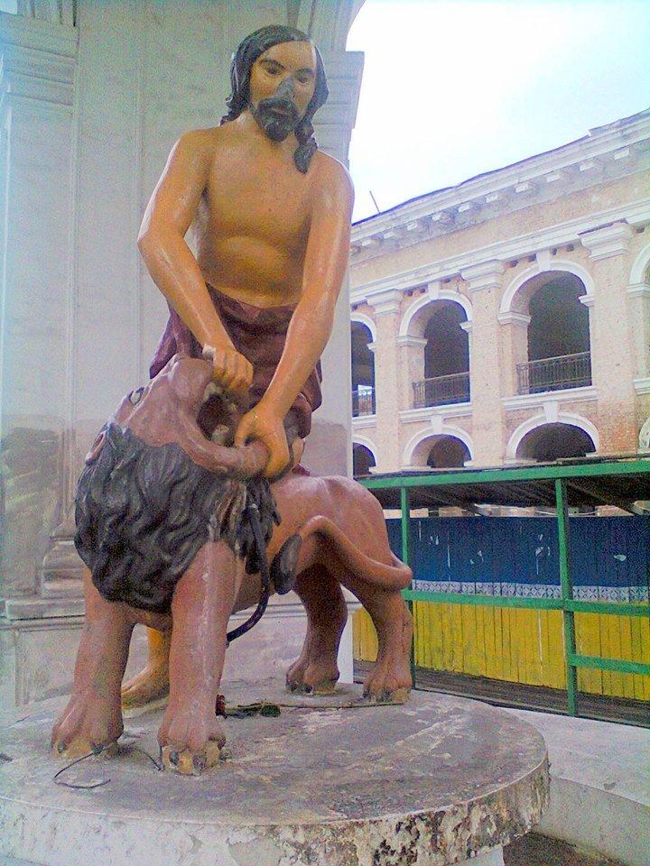 На Подоле вандалы повредили скульптуру Самсона (ФОТОФАКТ) (фото) - фото 1