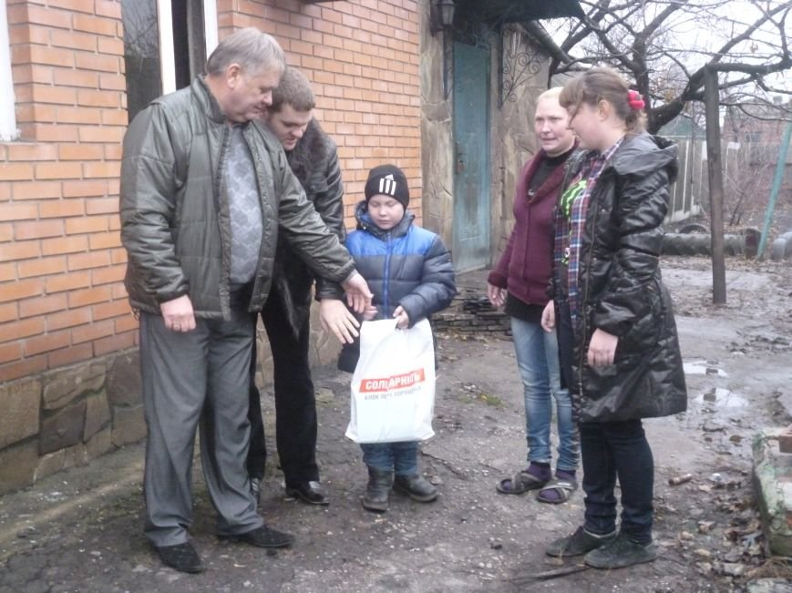 Семье погорельцев из Красноармейска протянуты первые руки помощи (фото) - фото 5