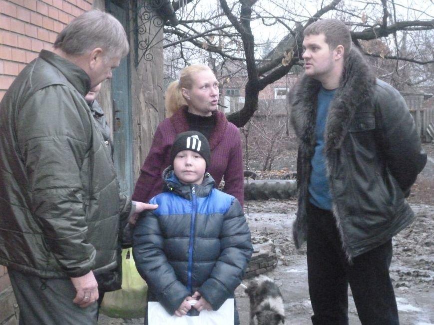 Семье погорельцев из Красноармейска протянуты первые руки помощи (фото) - фото 6