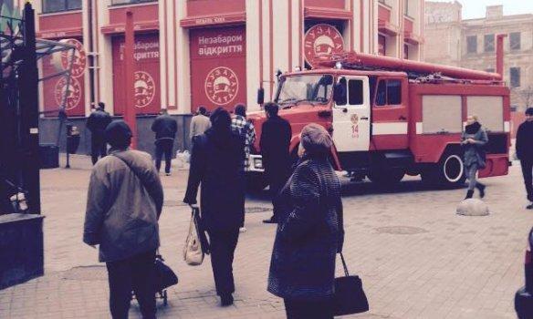 В Киеве горел ресторан «Пузата хата» (фото) - фото 2