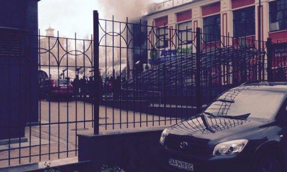 В Киеве горел ресторан «Пузата хата» (фото) - фото 1