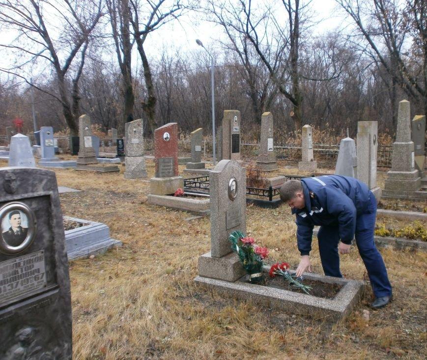 Днепродзержинские пожарные почтили память коллег, погибших во время строительства ДК Металлургов (фото) - фото 2