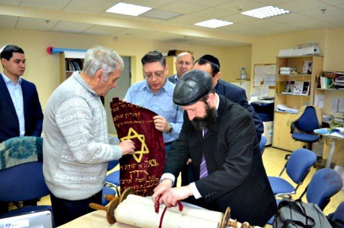Відомий в Конотопі лікар Доляр Г.Я. передав до Музею «Пам'ять єврейського народу та Голокост в Україні» безцінні експонати(Фото), фото-2